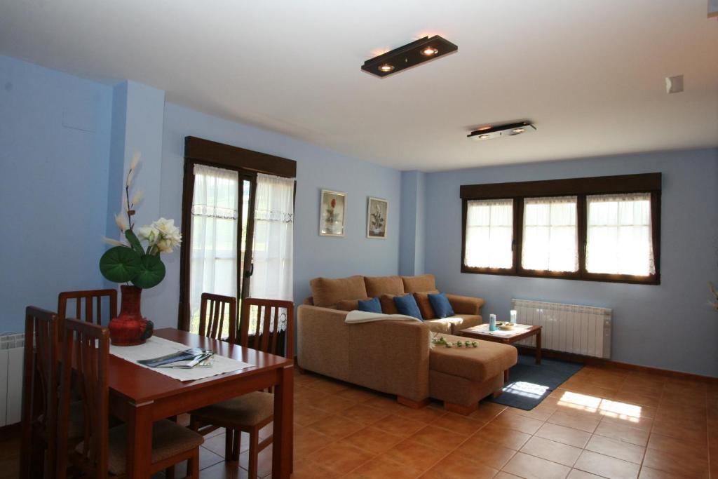Apartamentos toraya hoz de anero informationen und for Apartamentos toraya cantabria