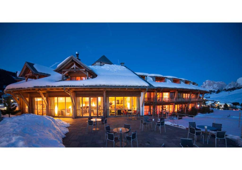 Seiser alm urthaler kastelruth prenotazione on line viamichelin - Hotel alpe di siusi con piscina ...