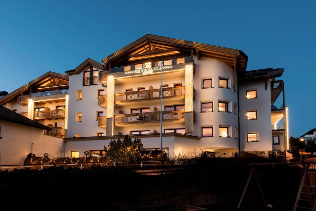 Hotel bergblick r servation gratuite sur viamichelin for Reservation gratuite hotel