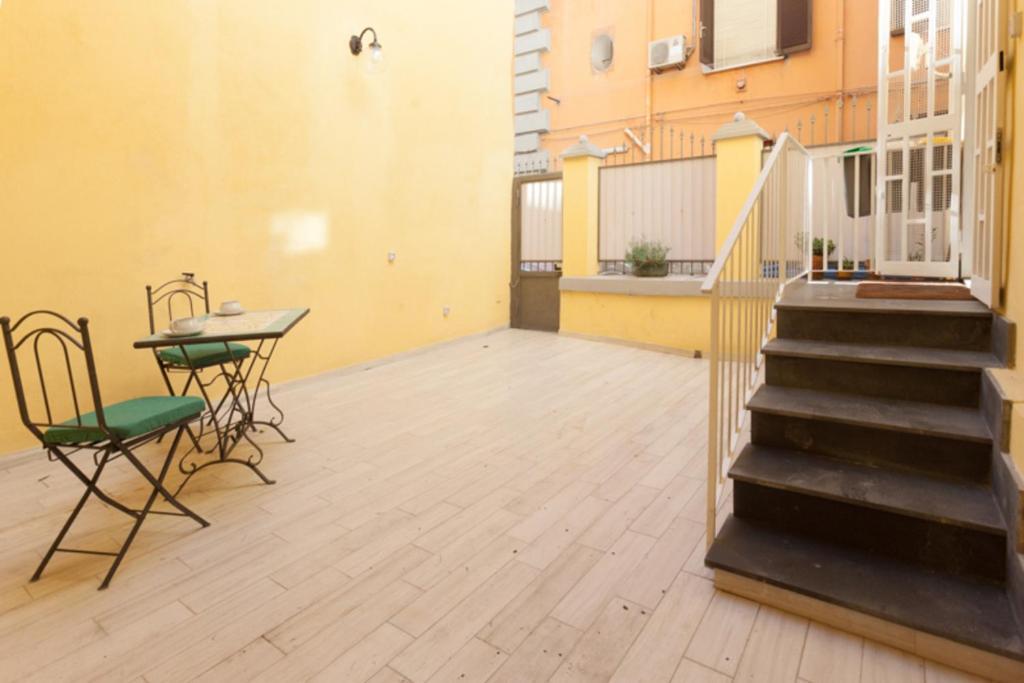 CASASÙ - appartamento con terrazzo al Vomero, Apartment Napoli