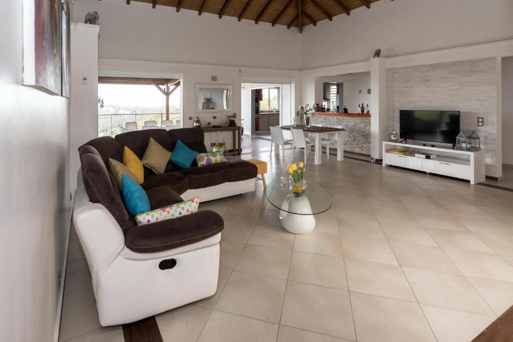Superbe Villa Moderne de 320m2 - Villa in Le Gosier en ...