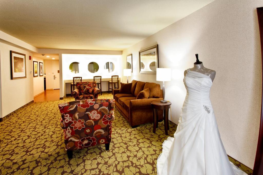 Hampton Inn U0026 Suites Staten Island   Staten Island   Book Your Hotel With  ViaMichelin