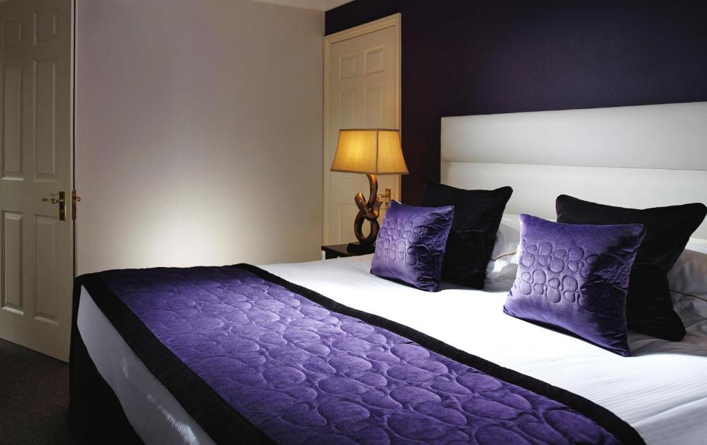 Langshott manor a small luxury hotel r servation for Small leading hotels