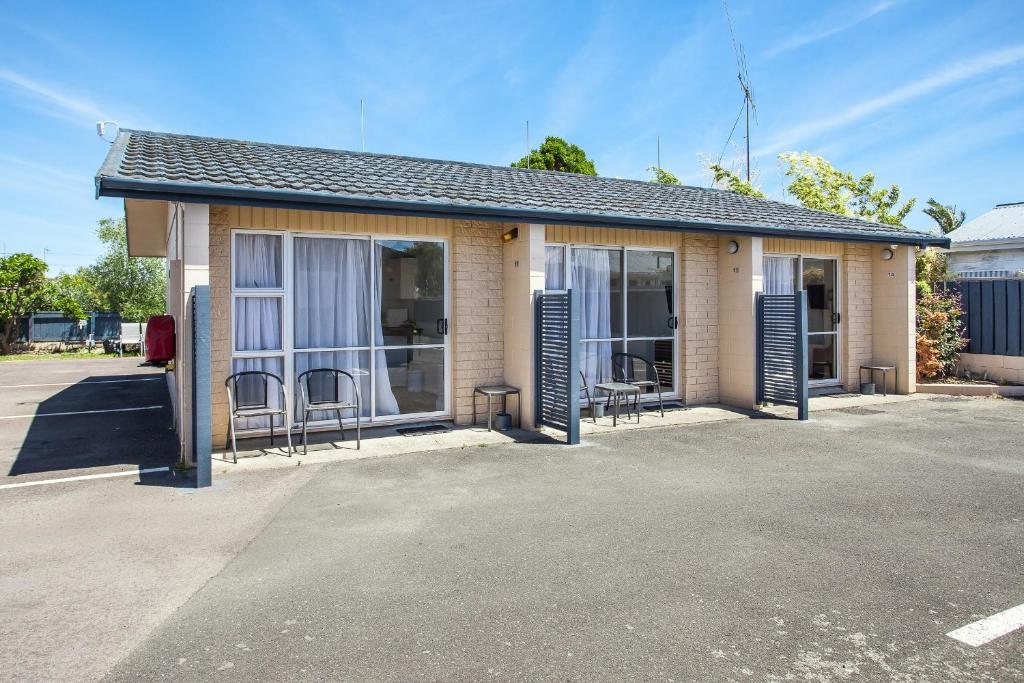 Naumai motel whakatane reserva tu hotel con viamichelin for Motel con piscina privada