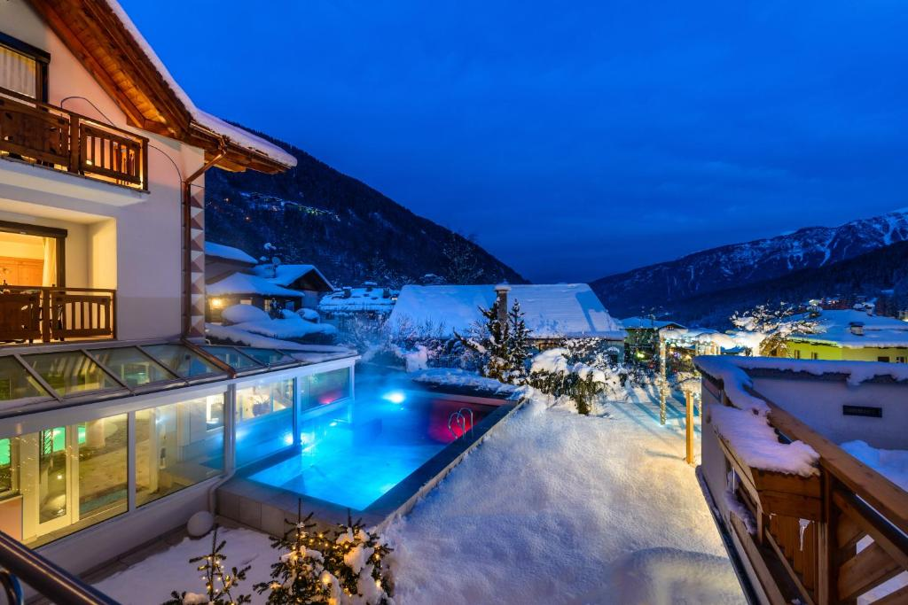 Hotel palace ravelli mal book your hotel with viamichelin - Hotel folgaria con piscina ...