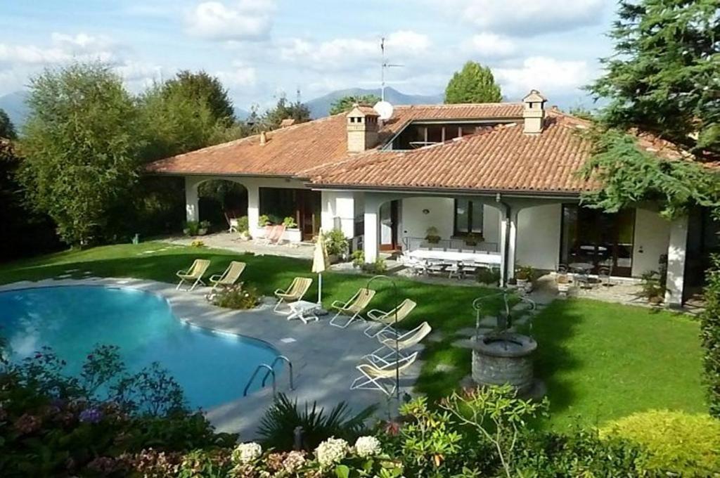 d44944a0d4c3d A - Prestigiosa villa con piscina