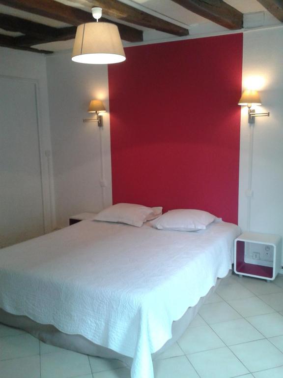 hotel les trois lys azay le rideau viamichelin informationen und online buchungen. Black Bedroom Furniture Sets. Home Design Ideas