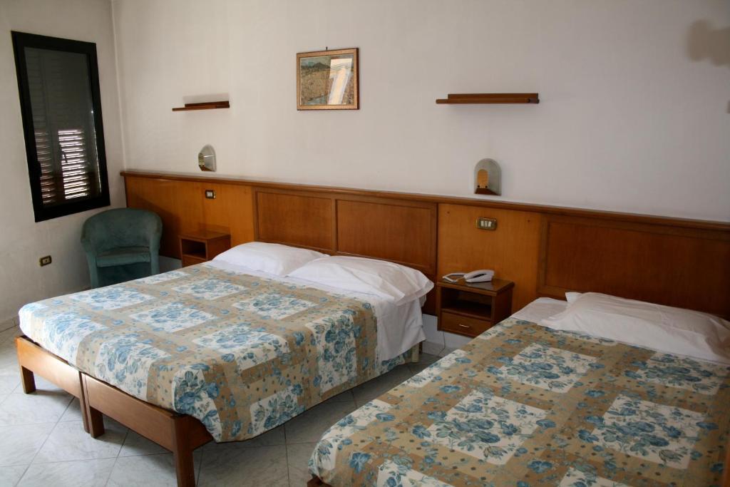 Hotel lorena florencia reserva tu hotel con viamichelin for Habitaciones familiares lisboa