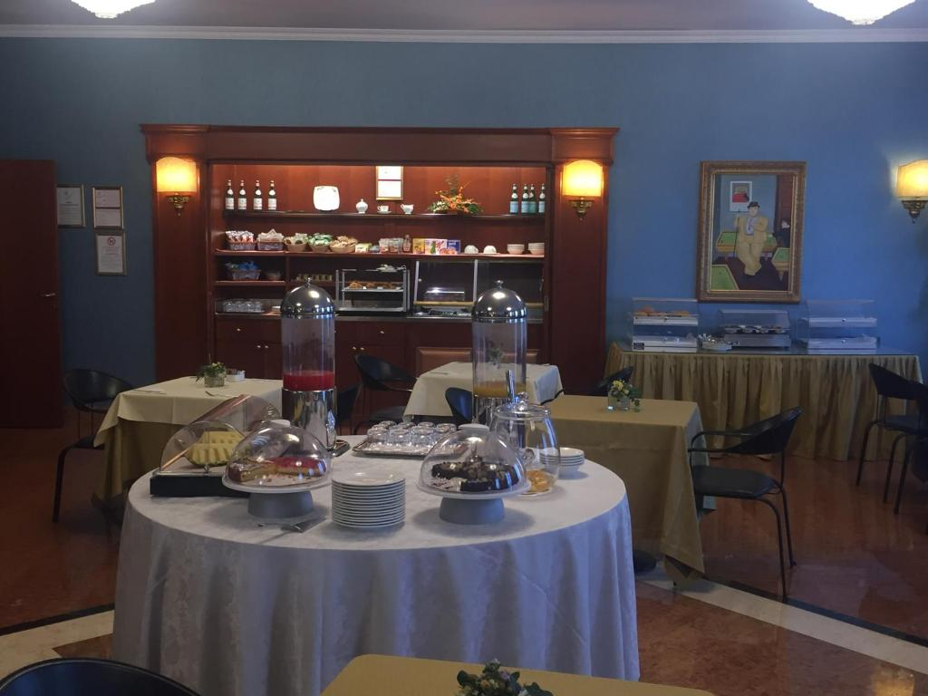Hotel motel luna milano prenotazione on line viamichelin for Motel milano