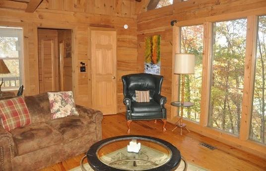 Mountain Bearadise Cabin, Holiday home Little Cove