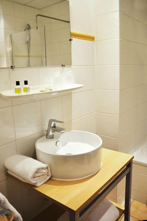 h tel la place centre ville annemasse prenotazione on line viamichelin. Black Bedroom Furniture Sets. Home Design Ideas