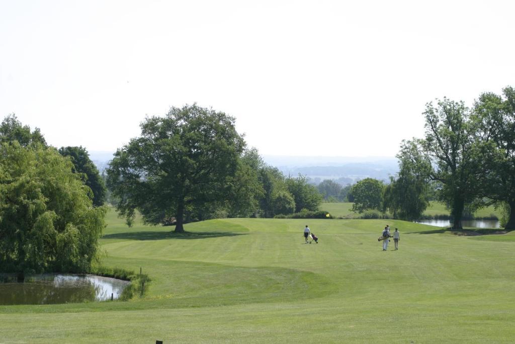 Comparateur Hotel Les Dryades Golf  U0026 Spa Pouligny Notre