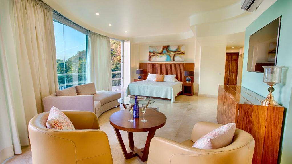 A charming favorite among boutique hotels in The Villages Florida The Waterfront Inn is situated on beautiful Lake Sumter just two blocks from the very popular