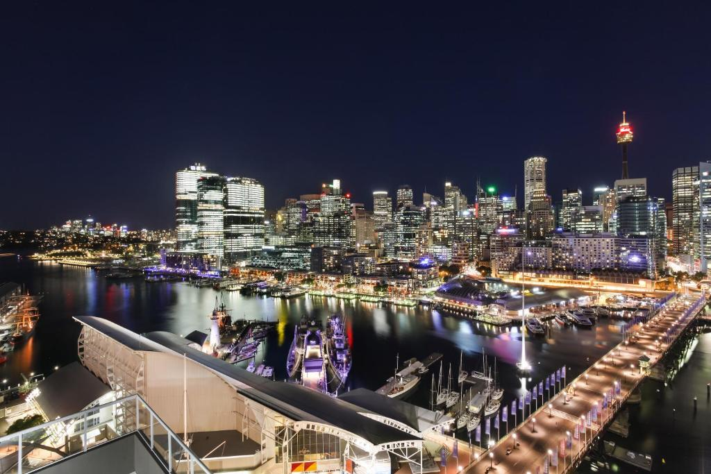 Amazing 3 Bedroom Darling Harbour Apartment Wohnung Sydney Home Interior And Landscaping Dextoversignezvosmurscom
