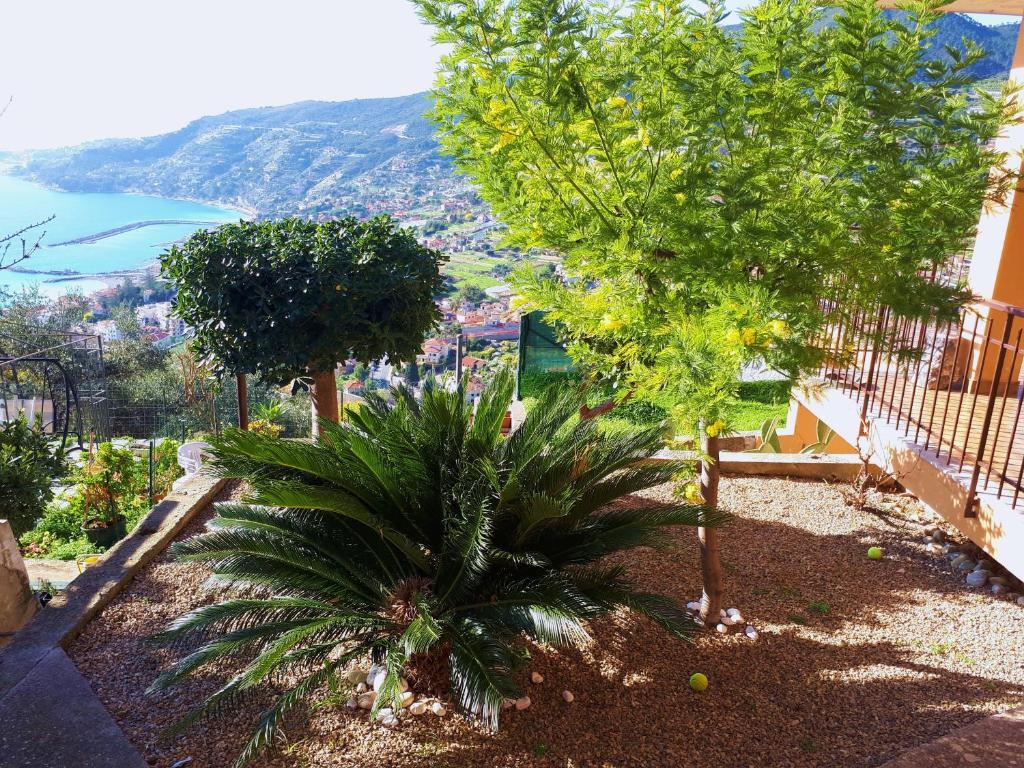 Porzione Casa Eden - Giardino, Terrazza, Holiday home Ospedaletti