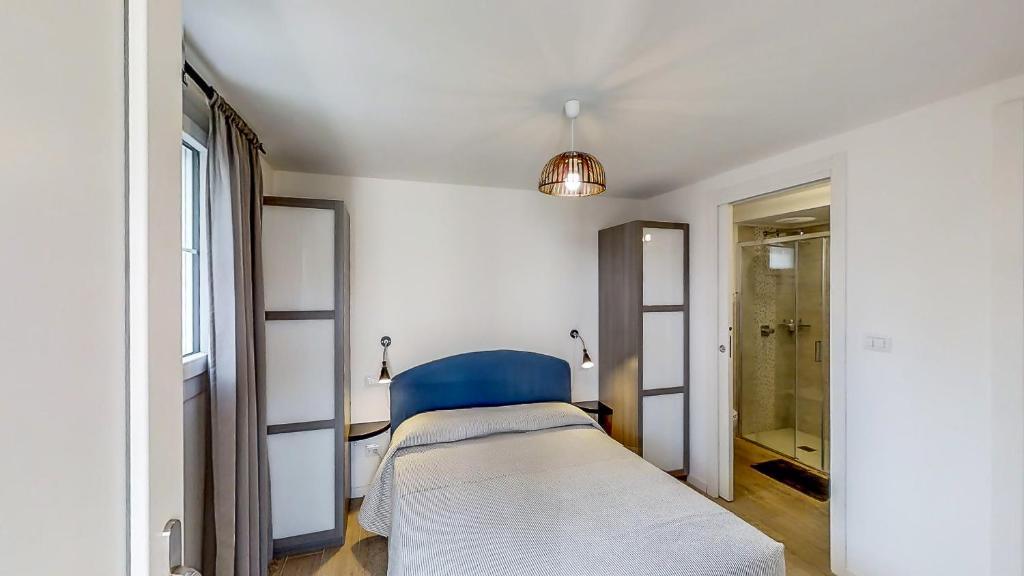 chambres d 39 h tes b b bessy 10 chambre d 39 h tes cap d 39 antibes dans les alpes maritimes 06. Black Bedroom Furniture Sets. Home Design Ideas