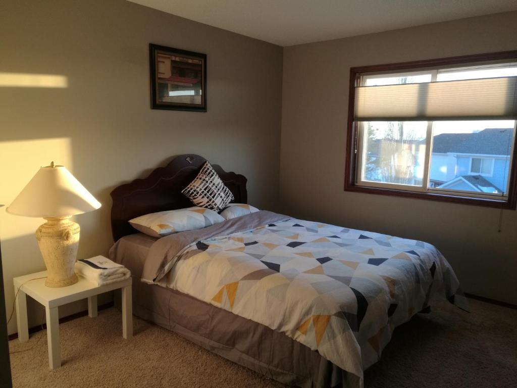 Calgary 3 Or 2 Bedroom House Bed Breakfasts Calgary