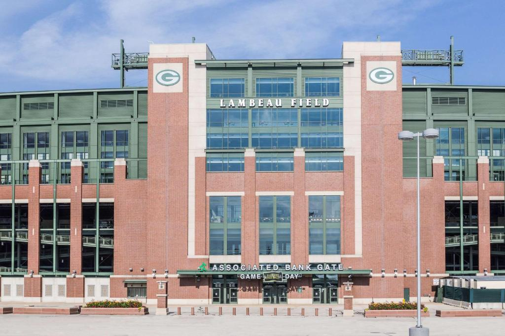 Green Bay Hotels Near Lambeau