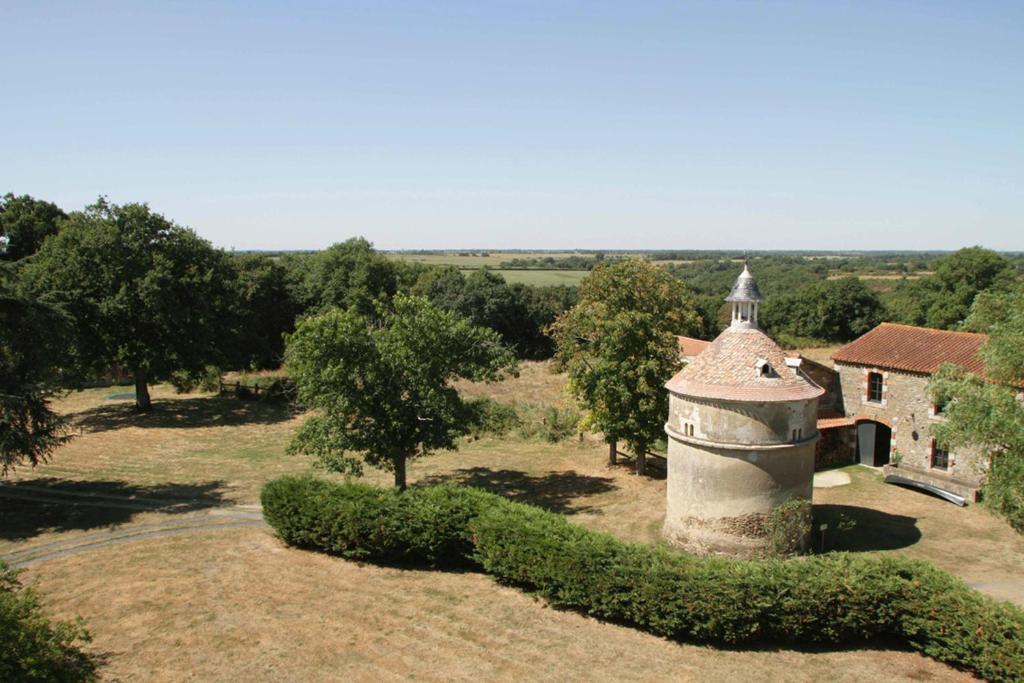 Chambres D'Hôtes Château Bredurière, Chambres D'Hôtes Moutiers Sur