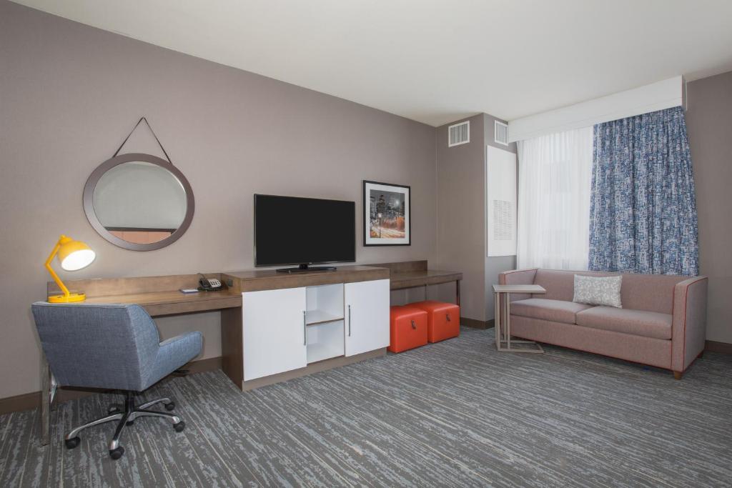 Hampton inn suites denver downtown denver - Divano denver recensioni ...