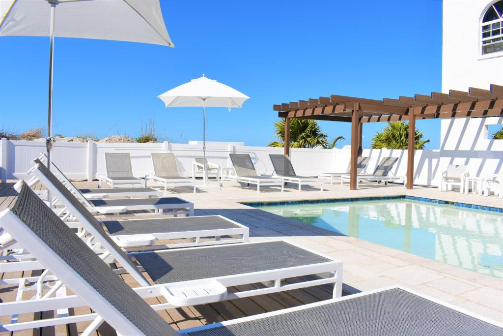 barefoot beach hotel madeira beach madeira beach fl. Black Bedroom Furniture Sets. Home Design Ideas