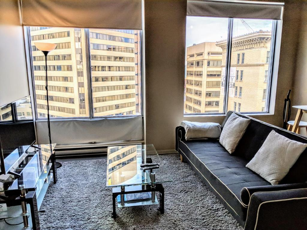 Modern Downtown Loft Near Rogers Place Shaw Conf