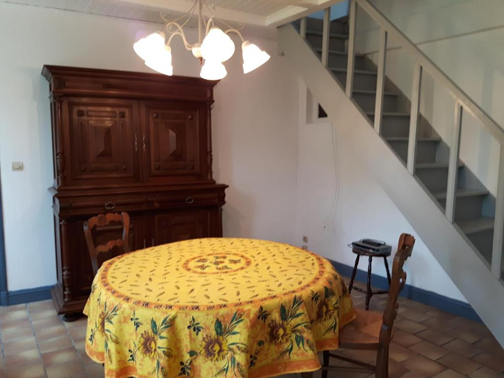 Wohnung Belle maison en bord de Vienne à Queaux, Wohnung Queaux