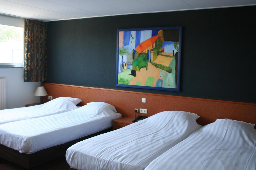 Hotel Waalwijk - room photo 8787804