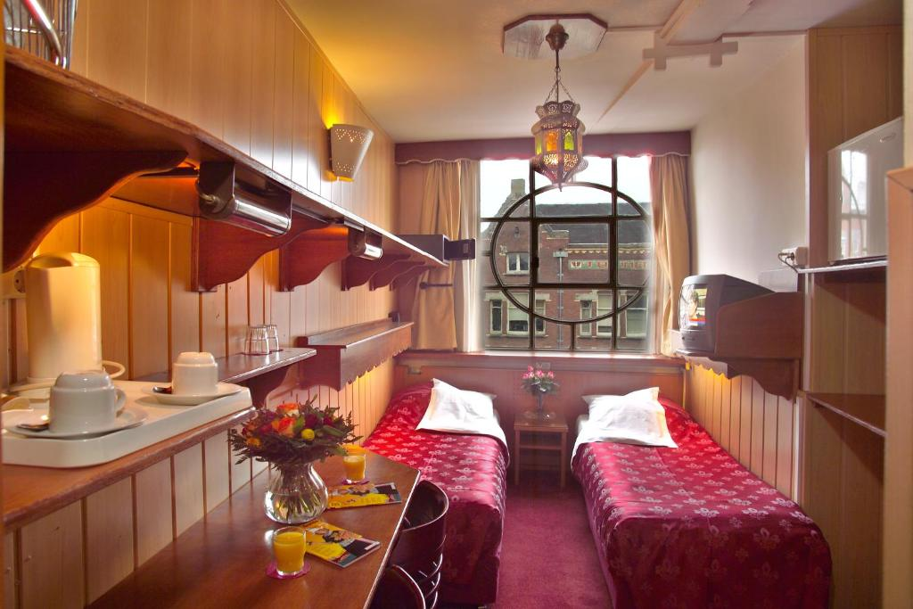 Hotels In Amsterdam Dam Square With Smoking Rooms
