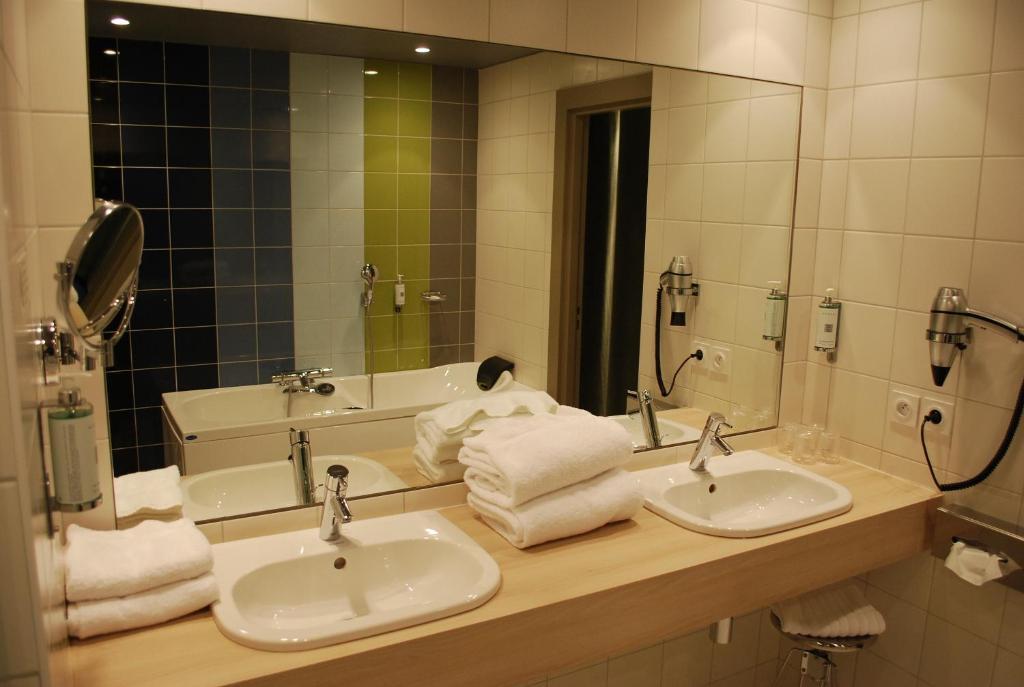 hotel le cinq hyper centre r servation gratuite sur viamichelin. Black Bedroom Furniture Sets. Home Design Ideas