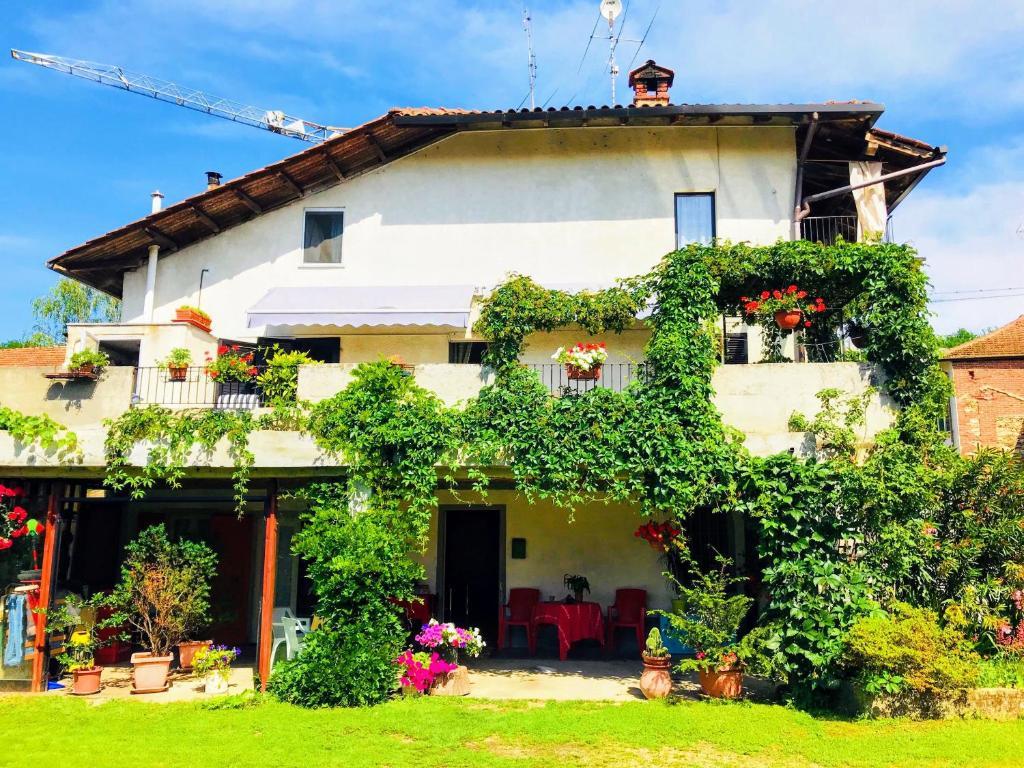 Divano Angolare A Borgomanero.Lake Orta And Maggiore B B Bed Breakfast Borgomanero
