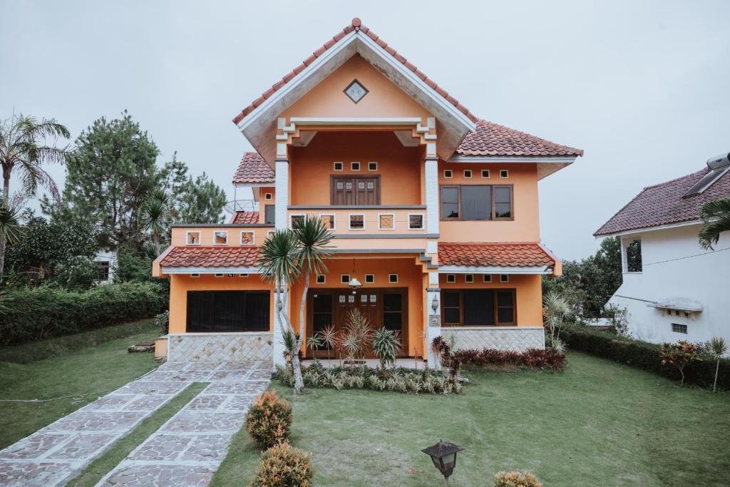 Villa Batu Malang ffa6fd951f