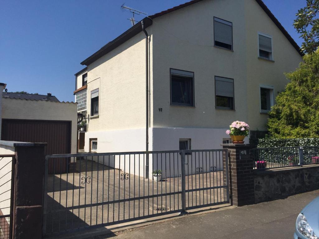 Villa Pina Casa Indipendente Con Monolocale Separato., Bed U0026 Breakfast Hanau