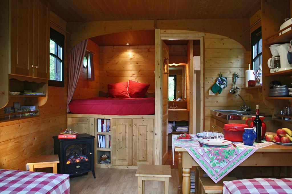 la maison de l 39 omignon roulotte vermand dans l 39 aisne 02. Black Bedroom Furniture Sets. Home Design Ideas