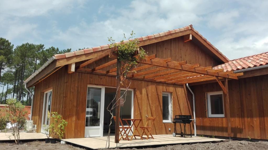 Maison moderne proche lac et plage, Ferienhaus Léon