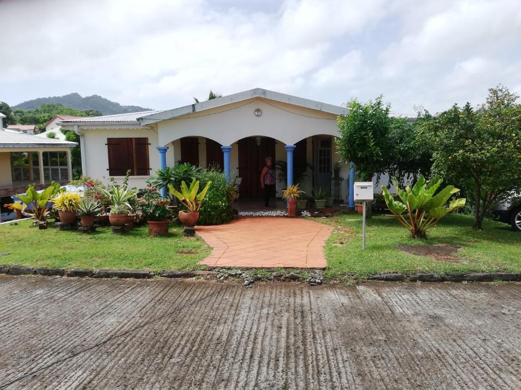 Bel Bas De Villa F3 Homestays In Saint Esprit En Martinique 972
