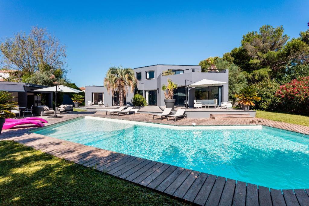 Class Appart Magnifique villa située à Pérols avec piscine ...