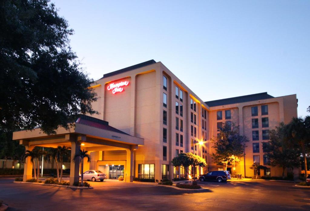 Tampa Airport Hotels With  Hour Shuttle