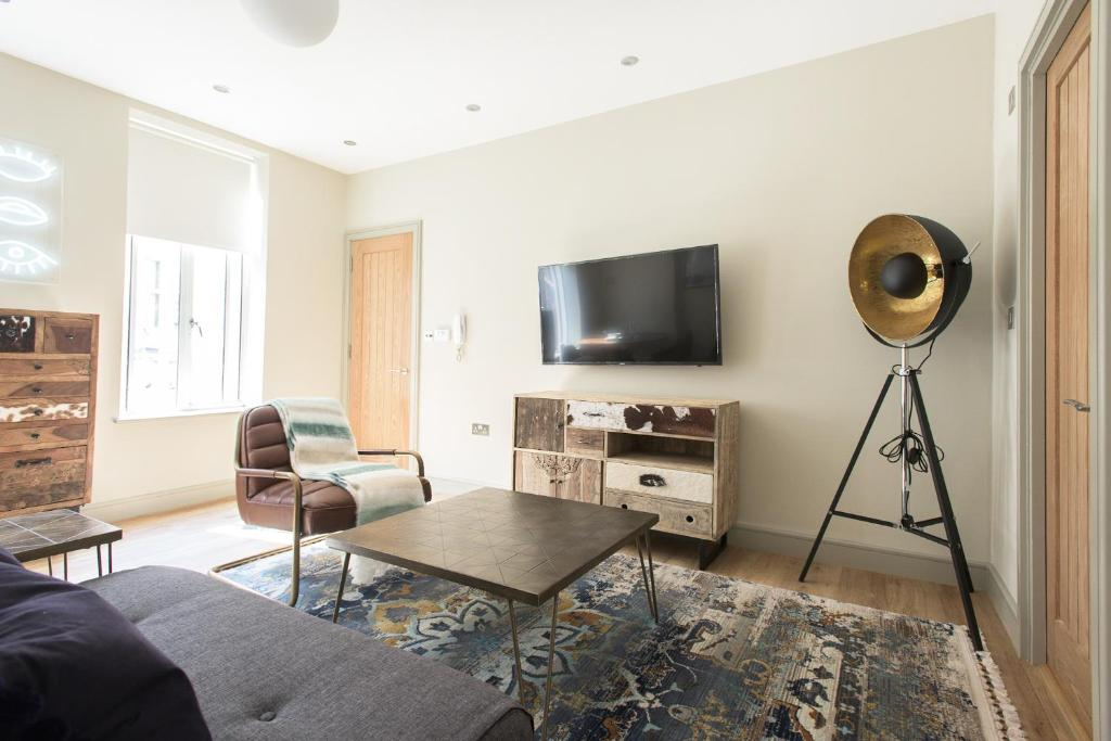 Mayfair Parade Trendy Pied A Terre In Central London