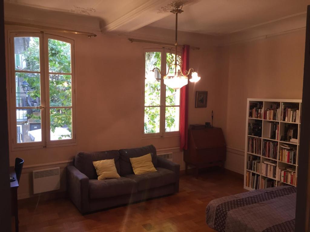 Salle De Bain Provencale dépendance provençale + garage, chambre chez l'habitant avignon