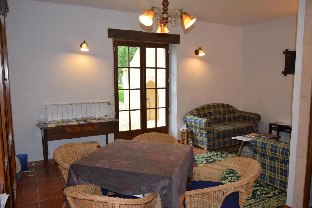 Chambres dhôtes de charme du château de missandre bed & breakfast