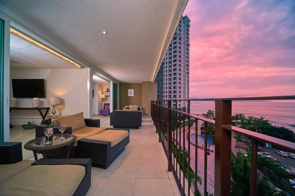Luxury Ocean View One Bedroom Two Bathrooms Apartment Puerto Vallarta
