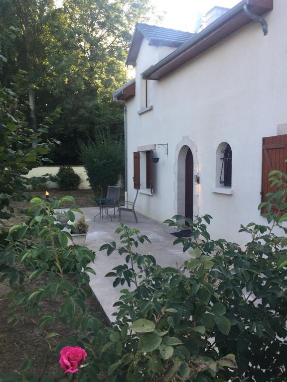 Grande Maison Jardin Terrasse Troyes, Ferienhaus Rosières près Troyes