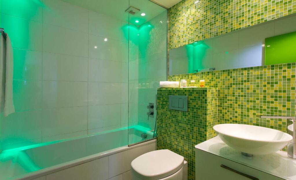 Color design hotel r servation gratuite sur viamichelin for Hotel design sur paris