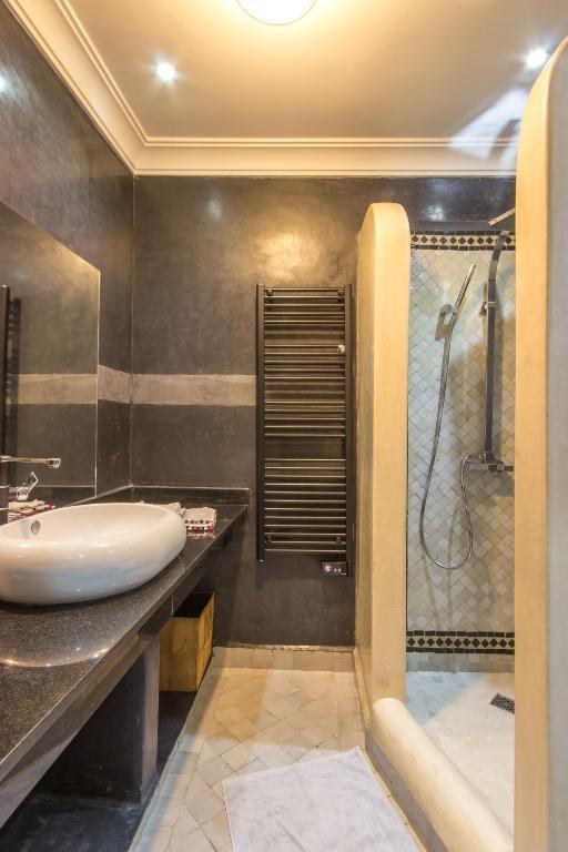 Riad privé luxe au coeur de la Kasbah+ Hammam, Bed ...