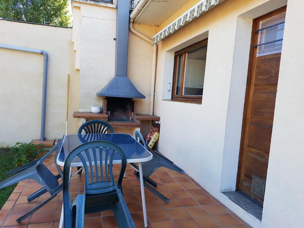 Maison de charme avec jardin et terrasse au calme, Ferienhaus Pessac