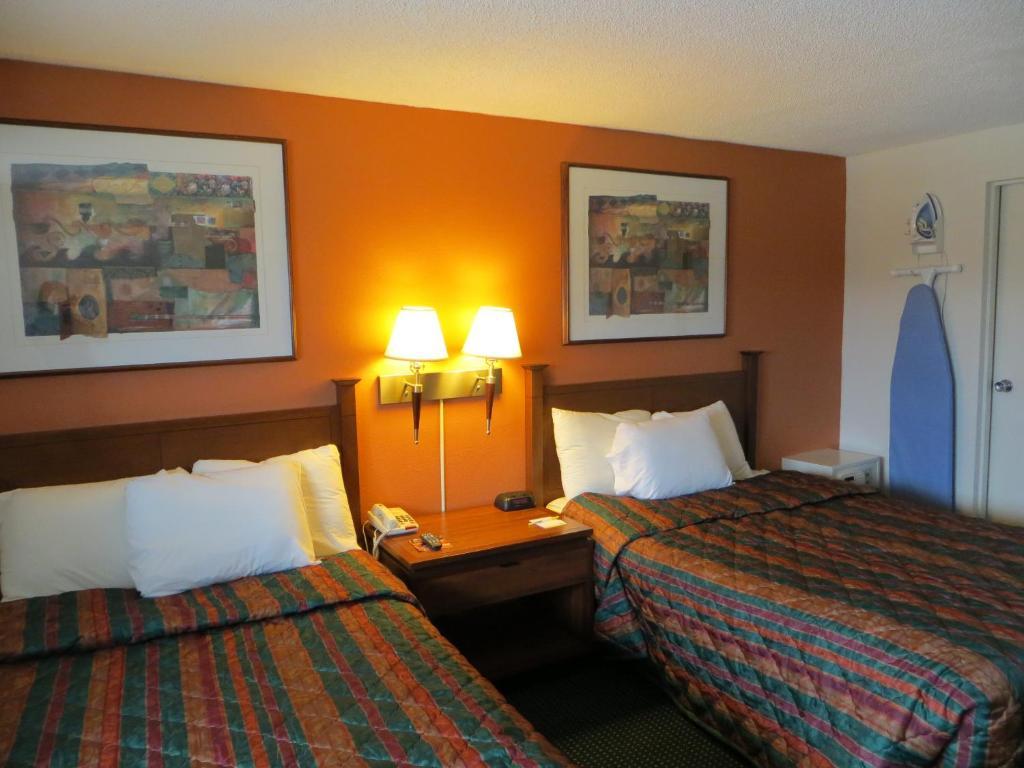 Days Inn By Wyndham Elk Grove Village O 39 Hare Airport West Elk Grove Village Book Your Hotel