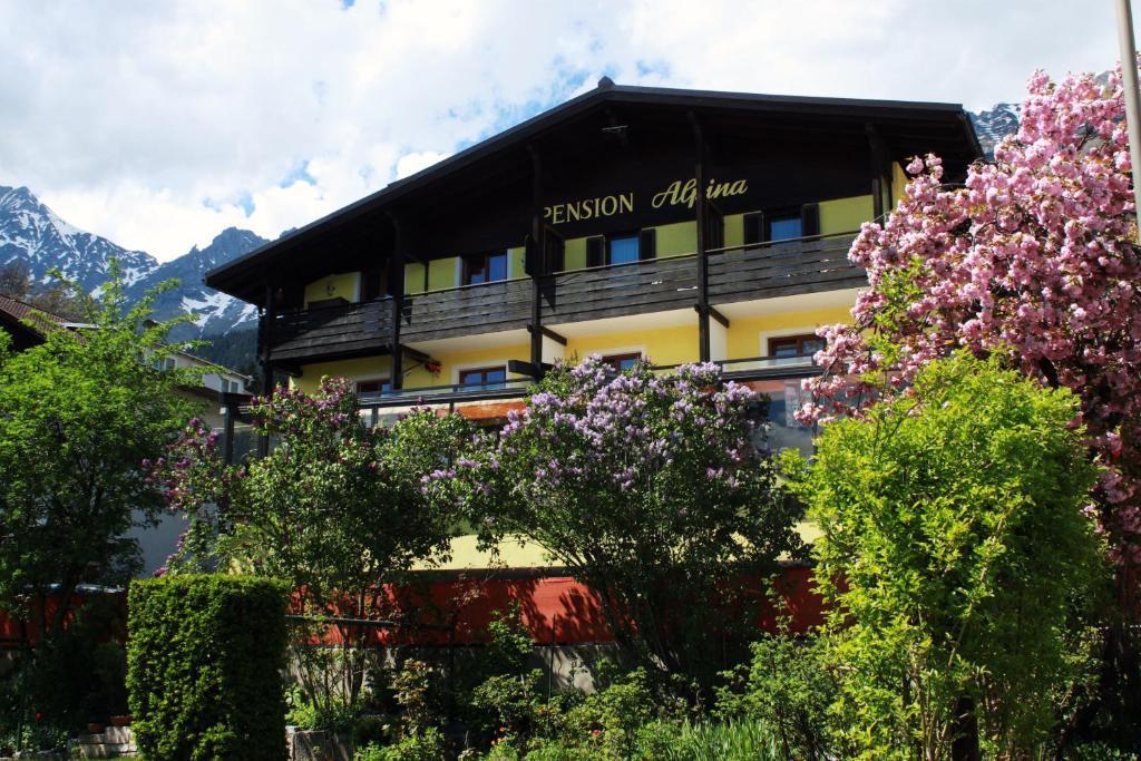 Caf pension alpina innsbruck viamichelin for Traditionelles tiroler haus