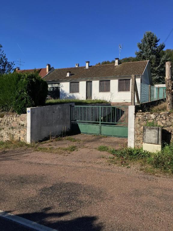 Gästezimmer Maison moderne au cœur du Morvan des lacs en Lisière de ...