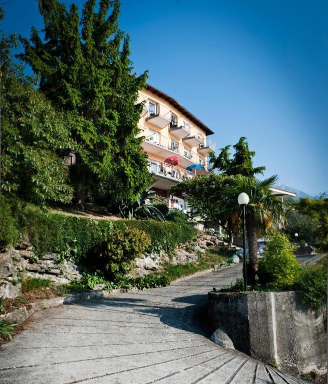 Hotel casa marinella malcesine prenotazione on line for Piani di casa di 1250 piedi quadrati